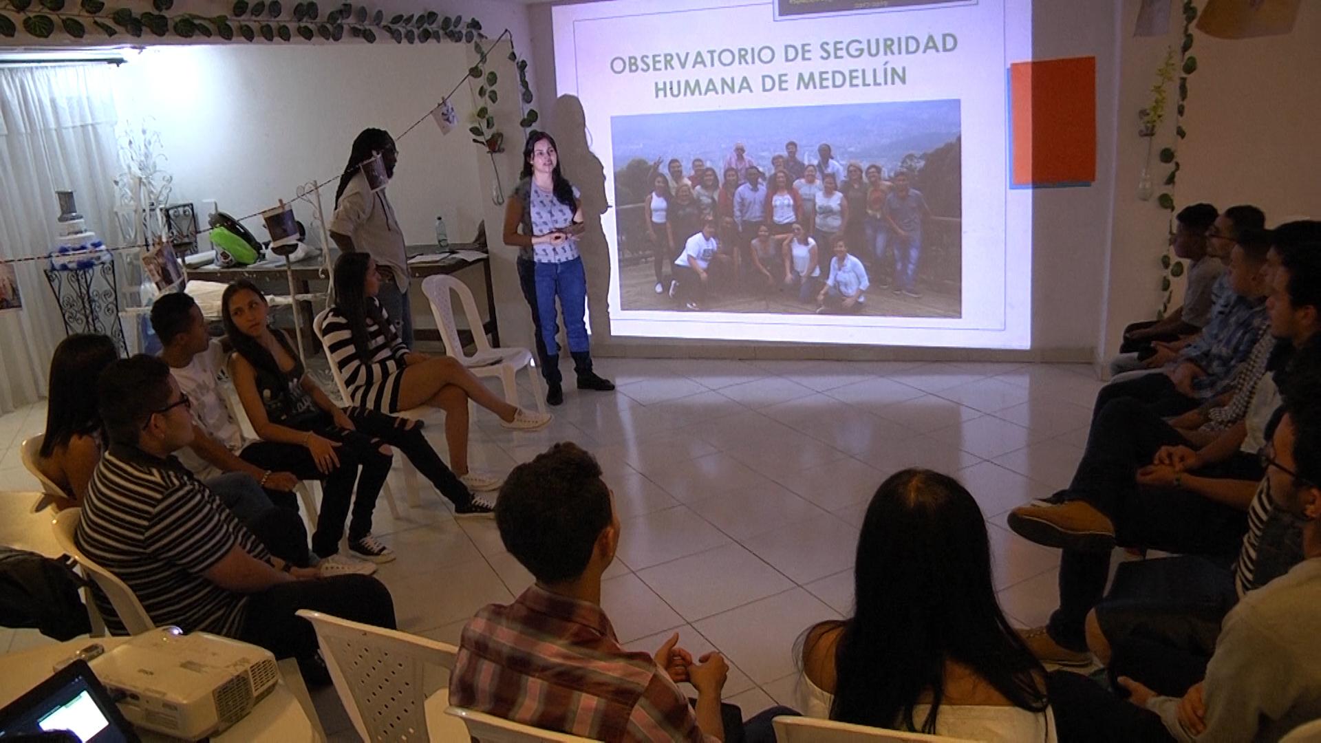 Interacción comunitaria con jóvenes