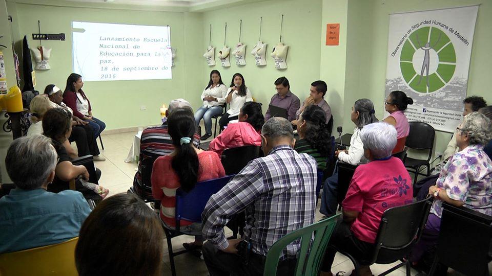 Libro Vínculos, espacios seguros para mujeres y jóvenes en América Latina y El Caribe
